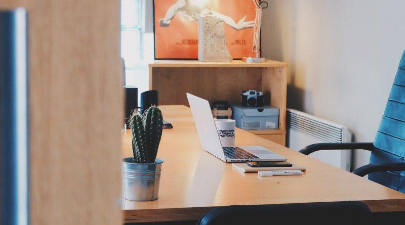 Klasyczne meble do biura